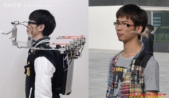 日本技术宅大学生 发明坐在肩膀上的机器人