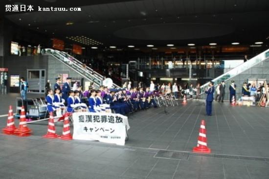 日本车站海报 乐队齐宣传防止性骚扰