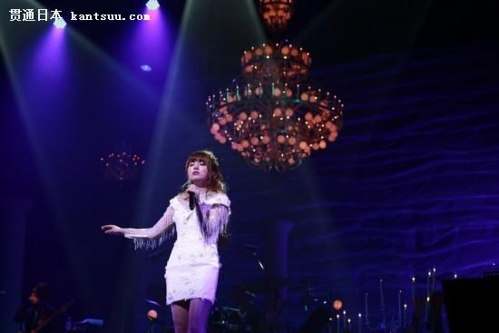 沙演唱会_还与好友兼演唱会嘉宾神田沙也加合唱了一曲阿兰的《风的手纸》 见证