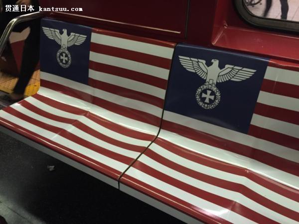 """告海报上印有由纳粹帝国之鹰图案构成的""""美国国旗"""".原有的纳粹"""