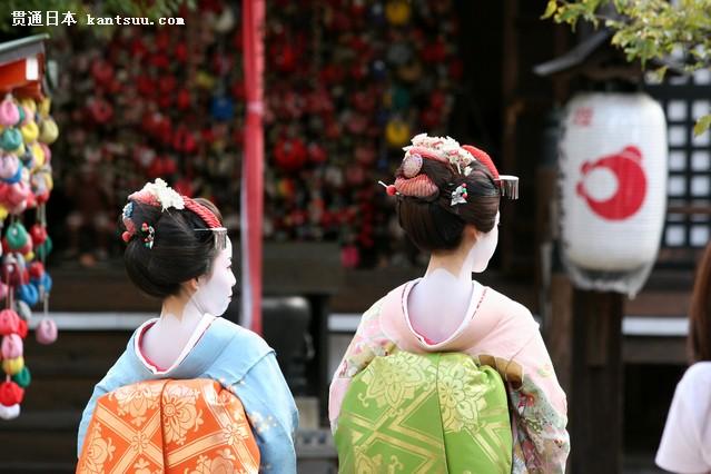 日本旅游 当然,购物也是大部分中国游客的目的之一。不过尽管现在日元对人民币汇率有所上升,但相比在国内购买还是很值。比如以前一个包包可能需要1000元,现在大概1100元,但如果在国内可能就要1600元。。 GfK调研数据显示,2016年上半年,赴日旅游增长率达78%,年轻群体占比最大。 北京旅游学会副秘书长刘思敏指出,日元升值肯定是影响赴日旅游购物的因素之一,但考虑到商品国内外差价仍然很高,所以日元升值产生的影响很难体现。 更多汇率报价信息敬请关注第一黄金网。
