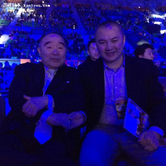 刘刚和日本62年的世界职业拳王原田政彦在现场的合影