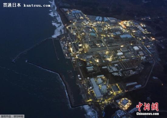 """资料图:2016年3月10日,,""""3-11""""大地震5周年纪念日的前一天,福岛第一核电站在黄昏中停运亮灯的场景。"""
