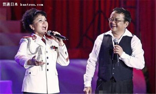 王静,著名表演艺术家王刚的亲妹妹,她是总政歌舞团的一级演唱演员