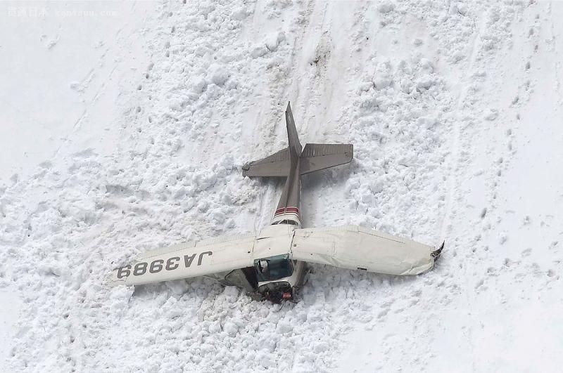 日本一架小型飞机坠毁