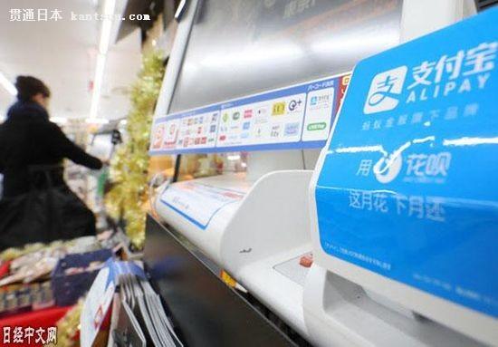日本罗森便利店收银台上设置的支持支付宝的终端(东京都品川区的罗森
