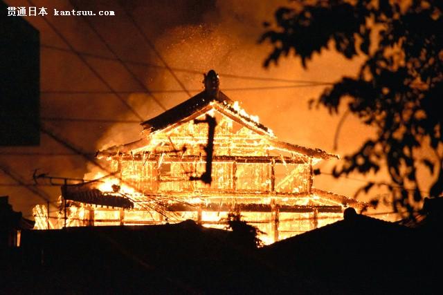 日本冲绳首里城遭遇大火 正殿、北殿、南殿全部烧毁(图片来源:朝日新闻网站)