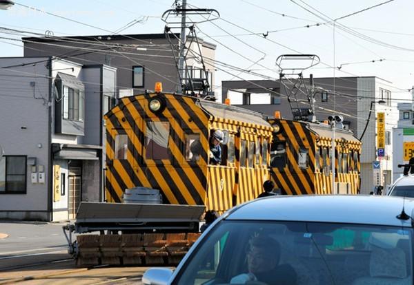 雪季将至 北海道函馆除雪电车开始试运行(图片来源:朝日新闻网站)